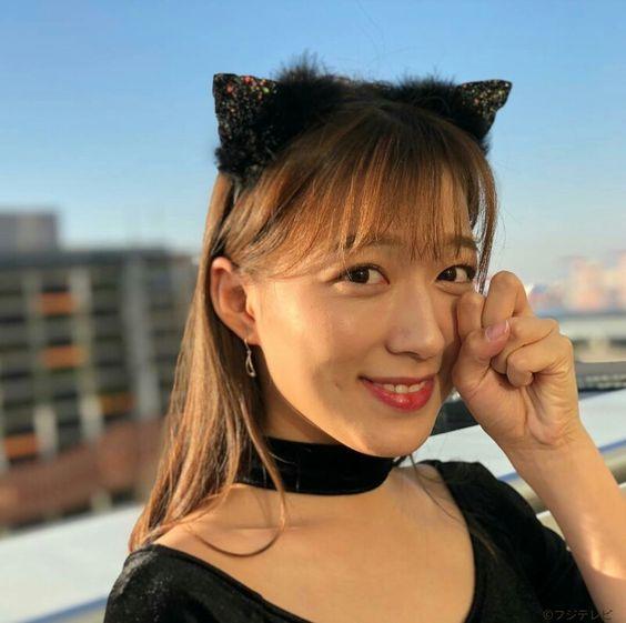 阿部華也子猫耳付けて可愛いポーズ