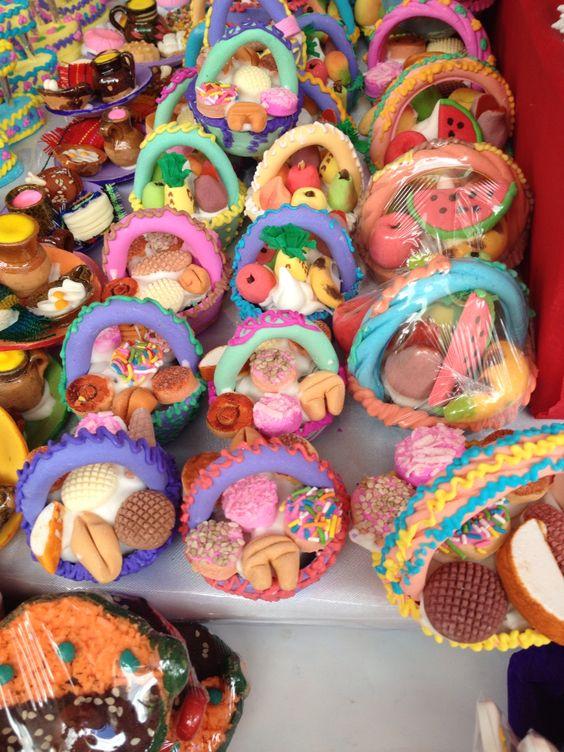 Figuras de azúcar para los altares u ofrendas del día de muertos.