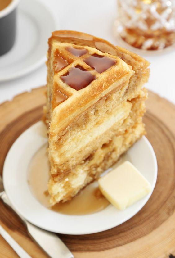 whhhaaaaa?! i need to try this // Maple Belgian Waffle Cake