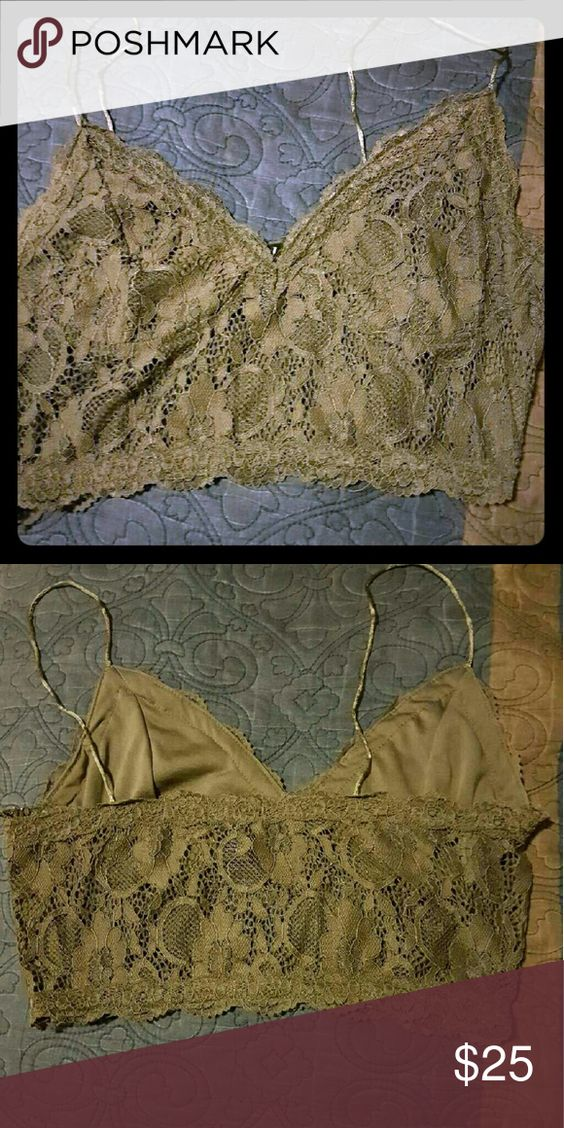 Wetseal bralette Bralette in the color Olive Green has a zipper on side Size: L like new never worn good condition Wet Seal Tops Crop Tops