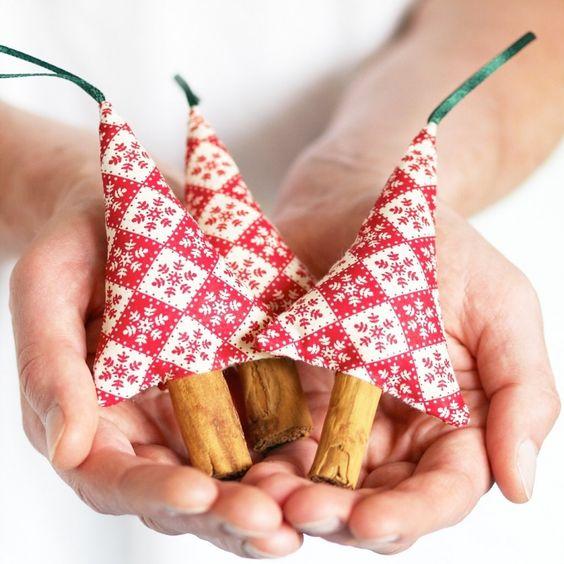 kleine Tannenbäumchen aus Stoff mit Stäbchen für Stamm