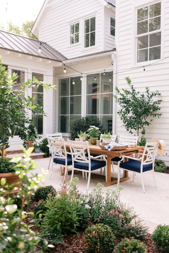 Our Back Patio Makeover Just In Time For Summer Entertaining | Gal Meets Glam @Lowe's #Lowe's #sponsored #backyardentertaining