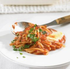 Rezept für Spaghetti-Auflauf bei Essen und Trinken. Ein Rezept für 2 Personen. Und weitere Rezepte in den Kategorien Gemüse, Gewürze, Käseprodukte, Kräuter, Milch + Milchprodukte, Nudeln / Pasta, Hauptspeise, Auflauf / Überbackenes, Gratinieren / Überbacken, Kochen, Einfach, Vegetarisch.