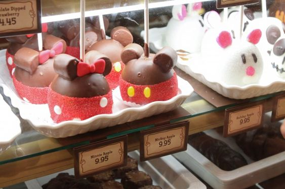 Food to eat at Disneyland...I want to go back just so I can eat more Mickey mouse shaped food items....