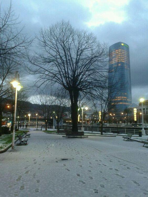 Nieva en Bilbao (25 FEB 2013). Foto de Bego Astoreka.