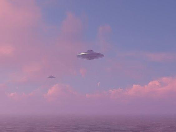 Een professor uit Montana gelooft dat UFO's toeristische 'cruiseschepen' uit de toekomst kunnen zijn