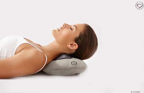 Shiatsu Massagekissen von Tchibo -  Ständig nehme ich mir vor, mir einen guten Masseur zu suchen, damit ich meine Nackenschmerzen in den Griff bekomme, aber irgendwie komme ich nie dazu. Natürlich habe ich auch schon daran gedacht mir einen Massagesessel zu leisten, aber die sind sehr teuer und brauchen auch viel Platz. Doch dann ... - http://www.vickyliebtdich.at/shiatsu-massagekissen-von-tchibo/