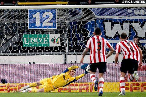 Tyton keert de strafschop van Bas Dost. De keeper van PSV was meerder malen erg belangrijk voor de Eindhovenaren. Bij een 1-1 russtand waren het Wijnaldum en Matavz die binnen vijf minuten na rust het duel beslisten. Tyton hield vervolgens zijn doel schoon met een aantal knappe reddingen. Op 8 april speelt PSV de bekerfinale. 21-03-2012