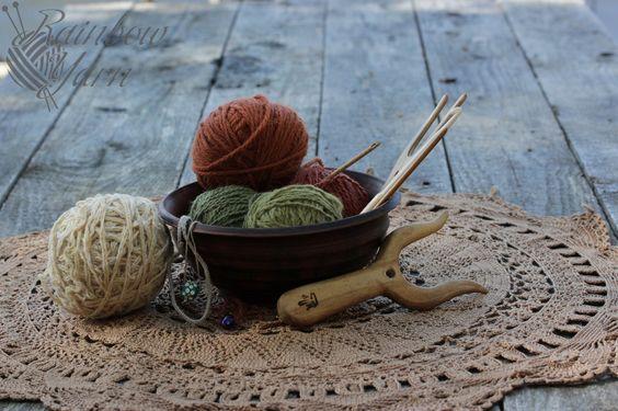 Нитки из волокон растений, окрашенные природными красителями