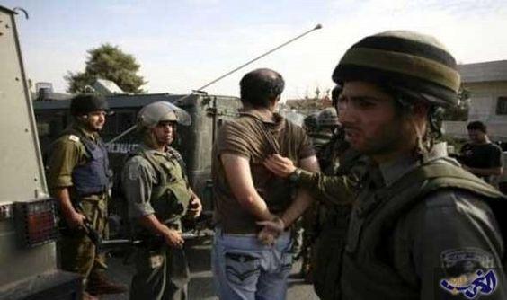 قوات الاحتلال تنصب حاجزاً على مدخل بلدة…