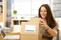 Josefina abriendo su paquete en Londres United Kingdom.