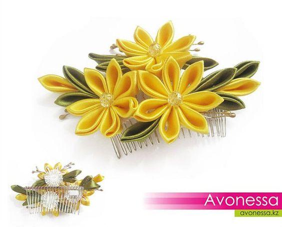 Peine con flores kanzashi por Avonessa en Etsy, $18.00