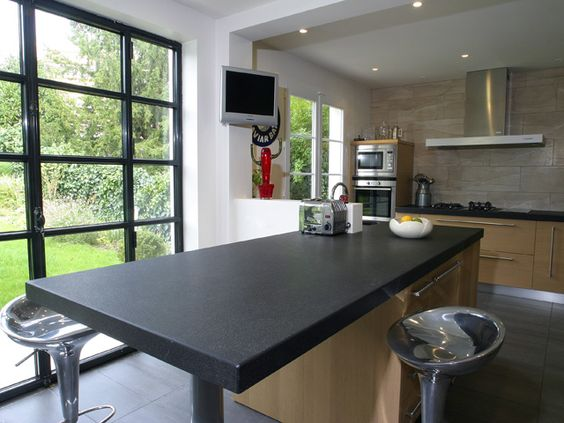 Plan de travail en granit noir absolu patine finition - Comment couper plan de travail cuisine ...