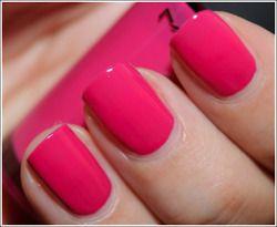 Le unghie rosa shocking: un must have dell'estate!