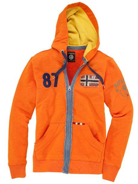 Die Sweatjacke überzeugt nicht nur mit einem kräftigen Orange. Durch einen sportiven Schnitt zeichnet sie sich zu dem durch einen besonderen Tragekomfort aus. Diese Sweatjacke wird sich definitiv zu einem Ihrer Lieblingskleidungsstücke entwickeln.