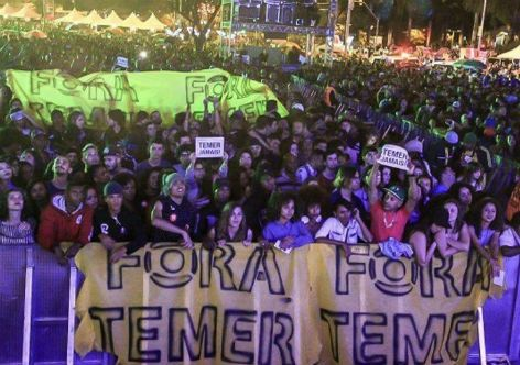 G.H.: Artistas e plateia protestam contra Temer na Virad...