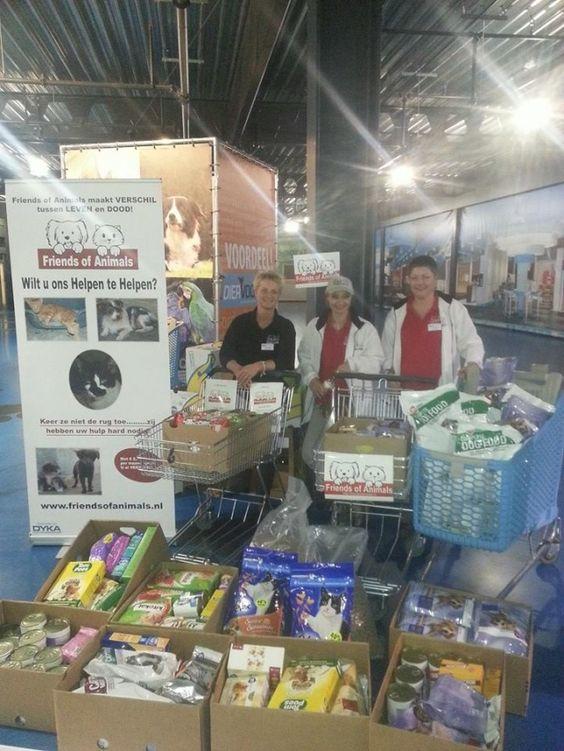 8 dec 2013 -  voerinzameling bij Dierenvoordeel te Roermond