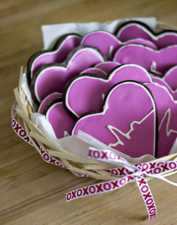 EKG Cookies <3: Ekg Cookies, Nursing School, Valentines Day Cookies, Ecg Cookies, Nurses Graduation, Heartbeat Cookies, Heart Cookies, Party Idea, Graduation Cookies