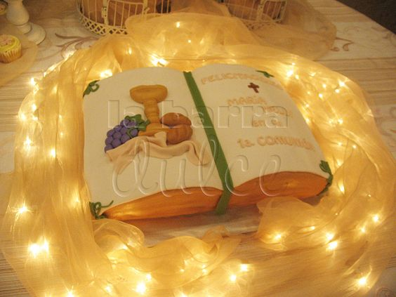 Pasteleria Cake Design Guatemala : Primera comunion First communion Bible cake Biblia pastel ...