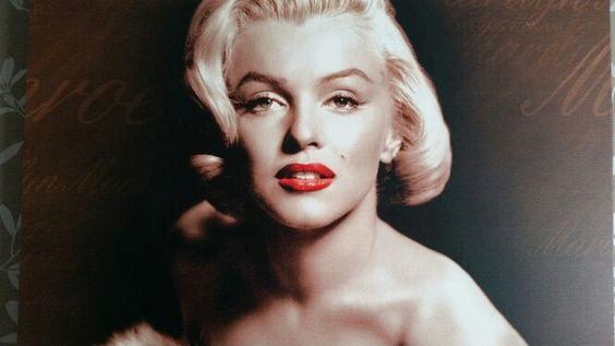 Marilyn Monroe  (stunning!!!)