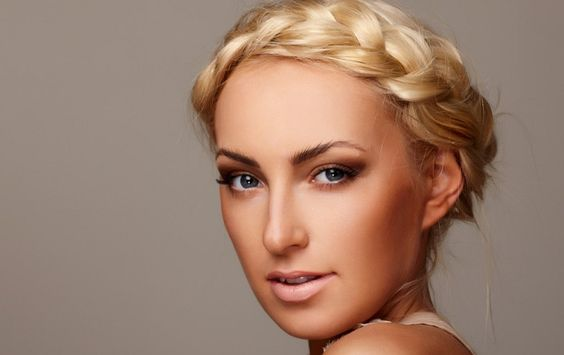Conseguir que el peinado te dure toda la noche  - http://mujeresconestilo.com/conseguir-que-el-peinado-te-dure-toda-la-noche/