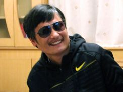 China activist Chen Guangcheng leaves U.S. Embassy, will stay in China