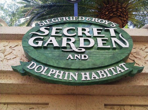 Siegfried & Roy's Secret Garden and Dolphin Habitat at the Mirage Las #Vegas