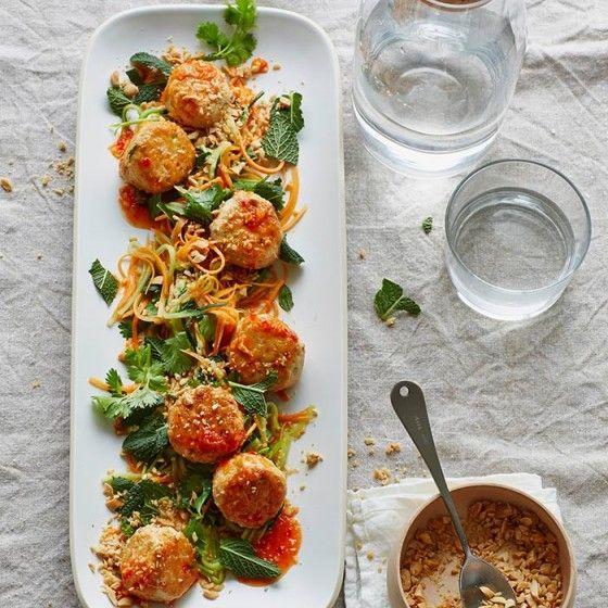ESSEN & TRINKEN -   Chicken balls in süßsaurer Chilisauce  Rezept