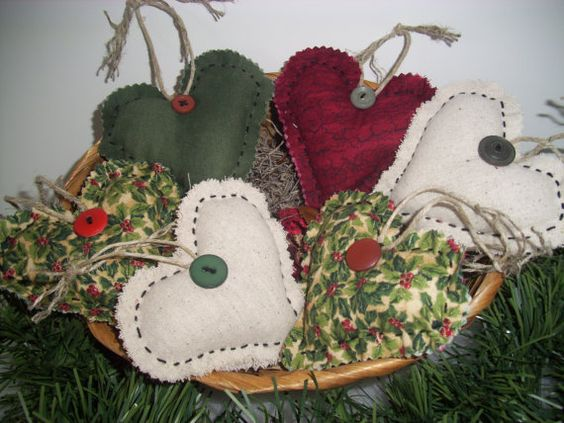 Country Christmas Handmade Ooak  HEART BOWL von ShopOfCraftsByMyrna, $16.50
