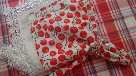 Guardanapos de tecido.Estampa cerejas. <br>Guardanapo de tecido la favelle <br> Medidas de 47x47 cm em tecido 100% algodão.