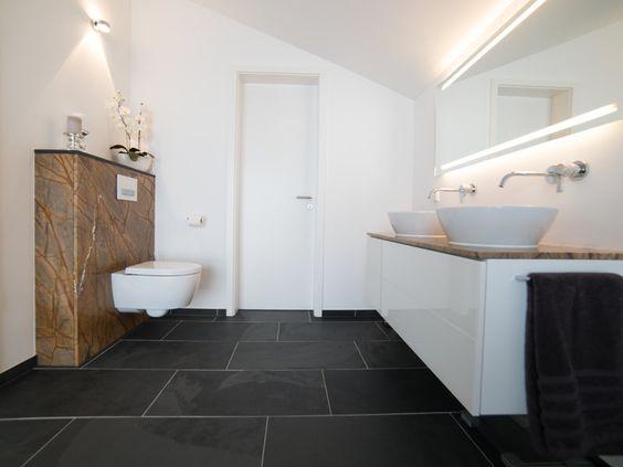 Die anthraziten #Schieferfliesen entfalten in diesem modernen Badezimmer ihre elegante Wirkung – jonastone.de