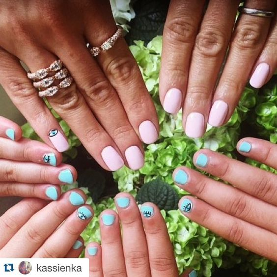 #Repost @kassienka ・・・ Getting my little and big clients holiday ready @nevillesalon #ByNeville #hairandbeauty #nailart #nailtrend #beauty #belgravia