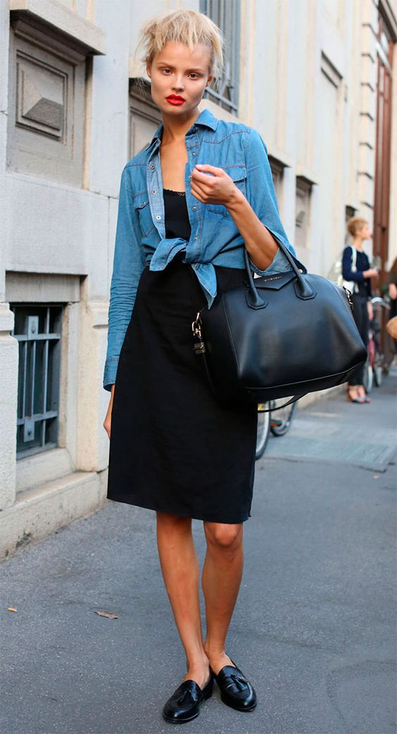 Street style look com camisa jeans, look minimalista, jeans com preto