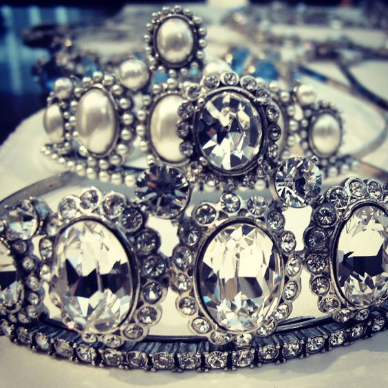 love an oscar tiara