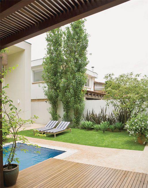 Dois jardins em volta da piscina - Casa