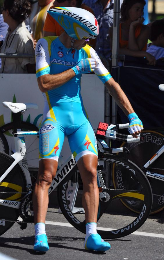 Has Cyclist big bulge in lycra consider, that