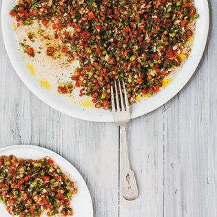 Paprika, Tomaten, und ja, auch Chilli, haben bei uns sogar das Fleischgericht ausstechen können. Ob es am Sumach und dem dezent eingesetzten Granatapfelsirup lag? Oder sind es die winzigen Gemüsest...