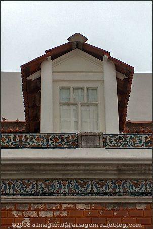 Platibandas e janela algarvia