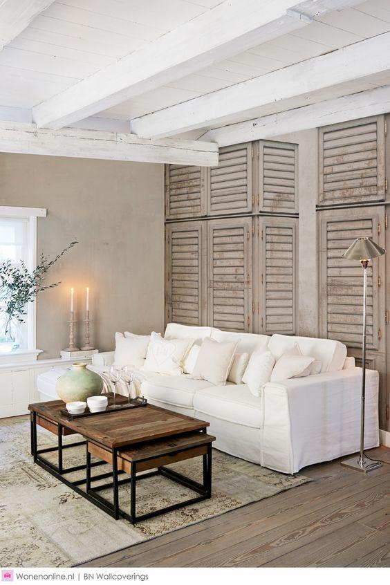 Rivièra Maison behang. Vier het leven zoals u dat wilt, vanuit een sterke basis. Maak uw eigen krachtige statements in huis met deze bijzonder getextureerde behangcollectie. Het behang oogt en voelt als natuurlijke, ruwe materialen zoals driftwood en rotan en geeft een enigszins ruige maar warme uitstraling aan de muren. #interieur #interior #wonen #woonaccessoires #homedecor #interieurstyling #interior #interiorandhome #interiordesign #interiordesignideas #interiordetails #interiorinspiration #interiorlovers #interiors #interiorstyle #interiorstyling #living #livingroom