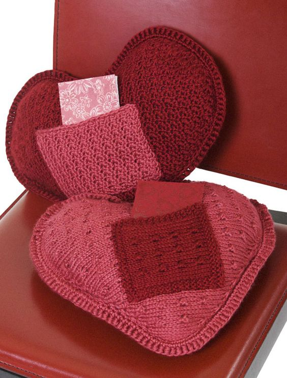 Knitting Pattern Heart Cushion : Coussin coeur au crochet I Love U Pillow - free patterns - both crocheted and...