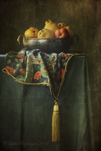 photo: Натюрморт с фруктами в серебряной вазе | photographer: Lubov Pozmogova-Brosens | WWW.PHOTODOM.COM: