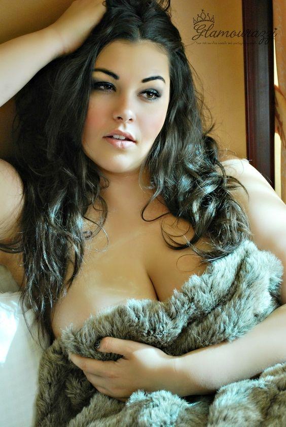 Arrópate con telas lujosas. | 33 poses increíblemente eróticas para fotografías en la alcoba