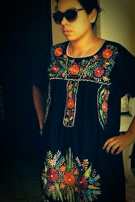 Mexican dress, vestido mexicano, flores mexicanas. Mexico