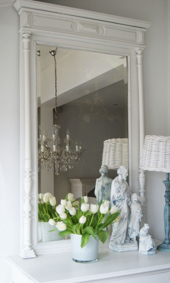 Mooie grote witte brocante spiegel brocante spiegels for Grote barok spiegel
