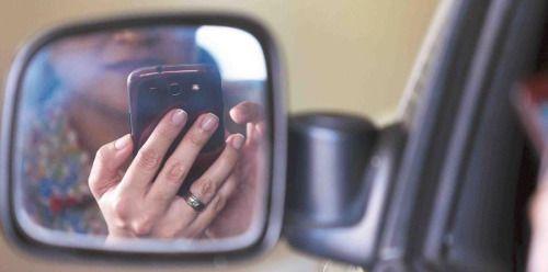 Proponen bloquear teléfonos celulares de conductores   Qué te...
