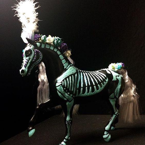 Barbie horse repaint. #barbiehorse #sugarskullart #diadelosmuertosart #dayofthedeadart #dayofthedeadhorse #newmexico #roswellnm #austin #austintx #horse #horseart