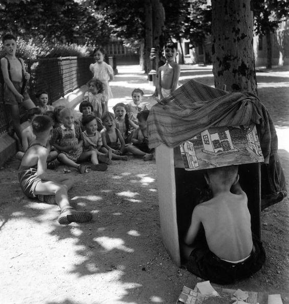 Le guignol de la place Jules Ferry 1945  ¤ Robert Doisneau   4 juillet 2015   Atelier Robert Doisneau   Site officiel