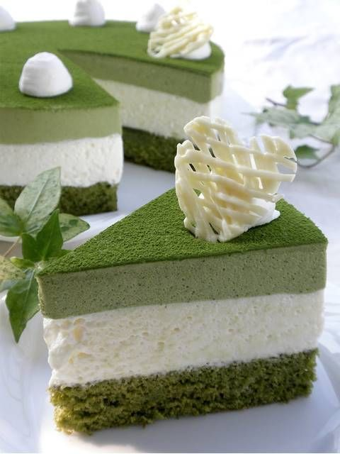 Green tea and white chocolate mousse cake: