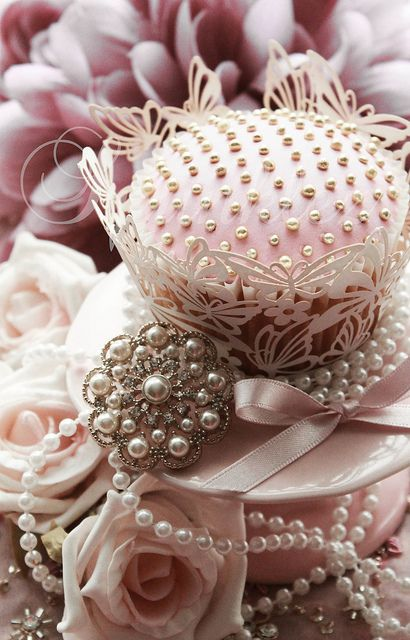 such pretty pink cupcakes, roses pearls, vintage jewels ....M: