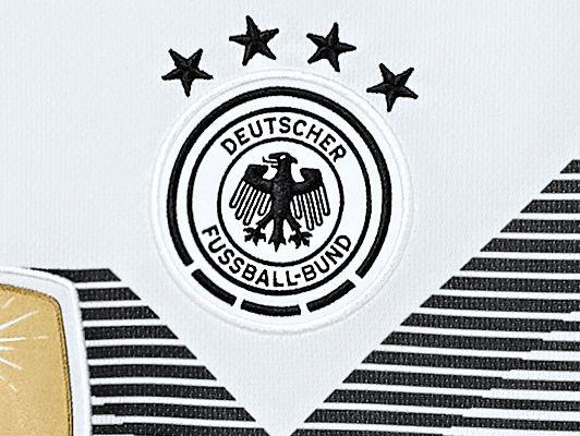 Das Neue Adidas Deutschland Heim Trikot Fur Die Wm 2018 In Russland Im Jahr 1990 Errang Deutschland Gege Deutschland Trikot Wm 2018 Fussball Nationalmannschaft